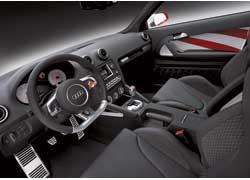В интерьере автомобиля широко применен столь любимый Audi алюминий.