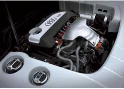 Шильдик TDI на крышке двигателя должен вызывать уважение у конкурентов.