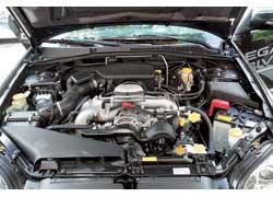 Двигатель объемом 2,5 литра теперь на 8 л. с. мощнее и на 1 Нм тяговитее. Скорость седана выросла на 21 км/ч (с МКП) и на 20 км/ч (с АКП). Улучшилась и динамика: у версии с «механикой» – на 0,5 с, с «автоматом» – на 0,1 с при небольшом выигрыше в экономии.