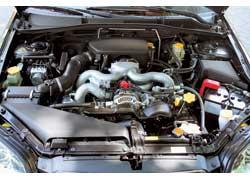 Мощность 2,0-литрового двигателя уменьшилась на 15 л. с., зато крутящий момент вырос на 9 Нм. Максимальная скорость машины с МКП снизилась на 5 км/ч, но мотор позволяет экономить от 0,4 до 1,1 л топлива в зависимости от типа трансмиссии и режима движения.