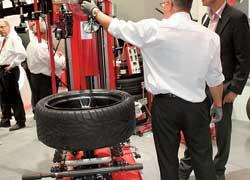 Специалисты из автосервиса могли найти оборудование для любых типов шин и дисков.