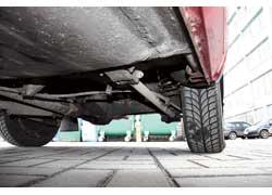 Задняя подвеска универсалов часто бывает «измучена» постоянными перегрузами, но ее ремонт несложен и недорог.