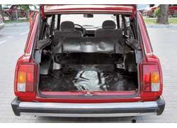 Для увеличения вместимости заднее сиденье складывается (только целиком), под полом – ниша для «запаски» и принадлежностей.