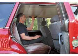 В пассажирском «режиме» на заднем сиденье можно ездить и втроем, хотя крупным людям будет тесновато.