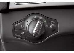 Дизайн блока управления светом выполнен в стиле органов управления на центральной консоли.