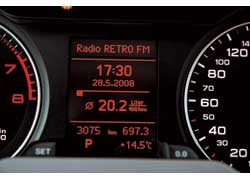 Маршрутная информация, которая нужна в дороге, прямо перед глазами – по центру щитка приборов.