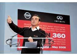 Президент и старший исполнительный директор Nissan Motor Co. Карлос Гон открывает Nissan 360 в Португалии.