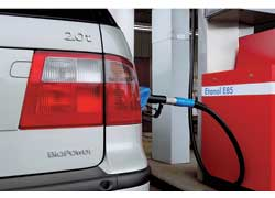 Сегодня в Европе наиболее популярен биоэтанол Е85 (буква «Е» от английского Еthanol) – смесь 85% этанола и 15% бензина.