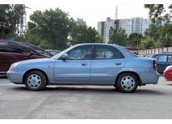Коррозионная стойкость Nubira хуже, чем у конкурента: на машинах первых годов выпуска нижняя часть кузова уже начинает ржаветь.