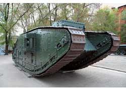 На таком транспорте «колесили» танкисты в Первую мировую войну, а увидеть его можно на площади Конституции.