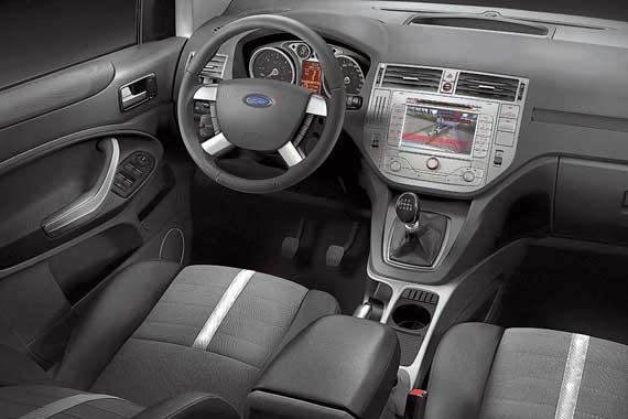 Интерьер – практически как у Ford C-Max. Отличия лишь в оформлении кнопочного блока торпедо и дверных карт.