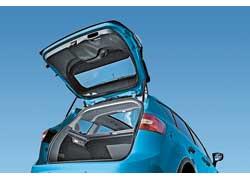В такой конфигурации нижний уровень багажника находится на высоте 758 мм, что удобно при погрузке тяжелых предметов.
