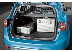 В «походном» положении размер багажника составляет 410 литров –по меркам класса, средний показатель.