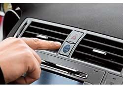 Запускается турбодизельное «сердце» синей кнопкой Ford Power, расположенной между дефлекторами вентиляции.
