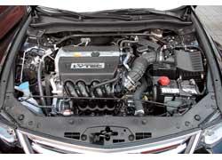 Мощность 2,4-литрового мотора выросла со 190 до 201 л. с., крутящий момент – с 223 до 230 Нм (с АКП). Двигатель отвечает стандартам Eвро 5.