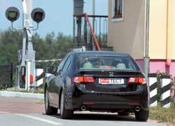 Accord стал длиннее на 61 мм, шире на 80 мм и ниже на 5 мм.