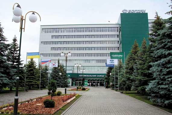 Автомобильный завод разместился на территории бывшего оборонного завода «Ротор» площадью 20 га, где оставалось несколько производственных корпусов