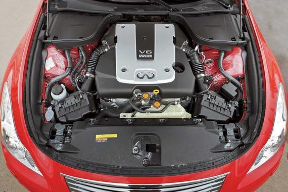 Купе обкатывает новый 3,7-литровый мотор с системой бездроссельного впуска VVEL (Variable Valve Event and Lift) с изменяемой высотой подъема клапана.