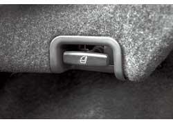 Сложить спинку заднего ряда легко – достаточно потянуть за ручку в багажнике.