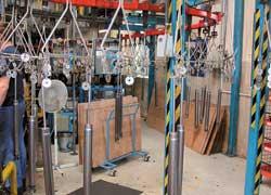 Окрасочный конвейер разделяется на две ветви: в зависимости от требований заказчика-автопроизводителя краска на корпус наносится методом напыления или погружения.