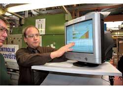 С этого монитора по сети «интранет» можно наблюдать ход производства изделий и комплектующих для них на каждом из 80 заводов Tenneco Inc. – вплоть до отслеживания сбоев наотдельных станках и производственных линиях.