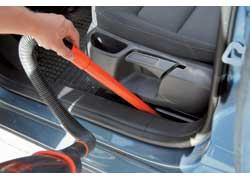 Специальные насадки для пылесоса нужны, чтобы добраться до труднодоступных мест.