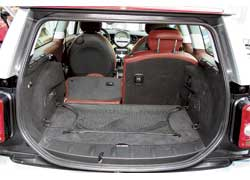 Объем багажника «Клабмена» – 260–930 л. У обычного Mini – 160–680 л.