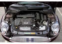 Базовым для Clubman является 120-сильный 1,6-литровый мотор. Благодаря ему машина и носит имя Cooper.