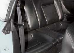 По просторности заднего дивана Celica схожа с Probe и Corrado – люди выше среднего роста ощутят недостаток свободного места над головой и от коленей до спинок передних кресел.
