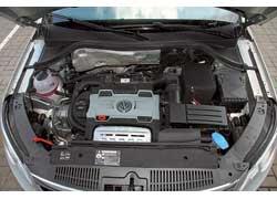Благодаря двойному наддуву (компрессор и турбина) 1,4-литровый мотор выдает характеристики 2,0-литрового. При этом он «чище» и дешевле при растаможке и регистрации.