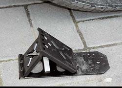 Противооткатные «башмаки» (2 шт.) – в базовом оснащении. Если надо, легко выполняют роль саперной лопатки.