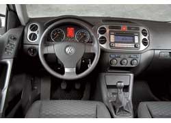 Верхней частью центральной консоли Tiguan копирует VW Golf+.