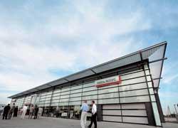 Компания «Николь Моторс» торжественно открыла новый дилерский центр Mitsubishi Motors в районе окружной дороги Киева.