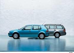 Хэтчбек – тип кузова легкового автомобиля с тремя или пятью дверьми, одна из которых расположена сзади, а багажный отсек объединен с салоном. Такое же определение справедливо и для универсала, но у последнего больший задний свес и увеличенный размер багажника.