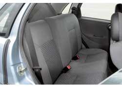 Важное преимущество – регулировки угла наклона спинок задних сидений, что позволяет разместиться максимально удобно.