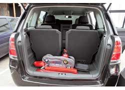 При разложенных сиденьях третьего ряда в 7-местной конфигурации салона багажник у Zafira чисто условный – всего 150 л.