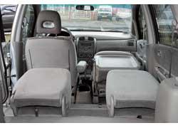 Mazda Premacy. Задние сиденья Premacy – съемные. У спинок всех кресел регулируется угол наклона. Их можно еще и складывать вперед (даже переднее пассажирское).
