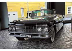 ЗИЛ-111Д Брежнев подарил Эриху Хонеккеру. Музей приобрел автомобиль в 2003 году и полностью его отреставрировал.