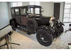 Французская компания Hotchkiss выпускала оружие, но и в автомобильную историю вписала яркие страницы. На фото – Hotchkiss АМ4 1930 г. в. с заказным кузовом ателье P. Bourgois.