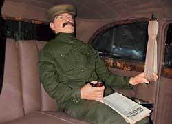 Бронированный лимузин ЗИС-115 Иосифа Сталина. Использовался им с 1949 по 1953 год. Вес – 7,5 тонны. Толщина стекол – 70 мм, толщина брони – 8 мм. Единственный бронированный экземпляр, сохранившийся в России.