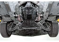 Обтекаемые подкузовные панели улучшают аэродинамику автомобиля, что делает его более быстрым, экономичным и тихим.