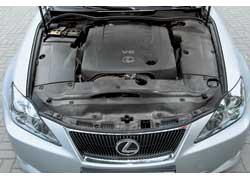 Двигатель оснащен системой непосредственного впрыска топлива и системой изменения фаз газораспределения VVT-i.
