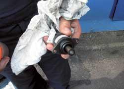 Для очистки клапана холостого хода необязательно его снимать – достаточно впрыснуть во впускную трубу очиститель.