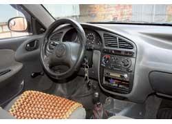 Отделка интерьера хорошо сохраняется после нескольких лет эксплуатации. Модель популярна у таксистов, поэтому стоит поискать следы установки рации.