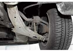 Все «расходники» передней подвески заменяются отдельно от рычагов.