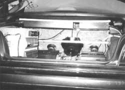 Монтаж аудиокомпонентов в багажном отделении.