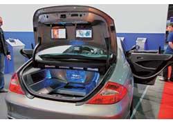 В павильонах выставок, проходивших рядом с Car&Tuning Show, операторы рынка сar audio показывали свои новинки. Торговая сеть «Мега Макс» представила два новых для нашего рынка бренда: премиум-класс Varta и более «народный» Soundmax. Марка Prology расклонировала свой демо-Smart до трех единиц, а Alpine привез из Германии официальный европейский демокар на топовых компонентах F#1 Status.