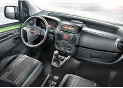 Peugeot Bipper, Citroёn Nemo и Fiat Fiorino имеют запоминающуюся внешность и отличаются небольшими габаритами: длиной 3,86 м и высотой 1,74 м. При таких размерах, кроме водителя и одного пассажира, нашлось место и для 2,5-кубового грузового отсека.