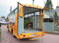 Скорая помощь для автобусов – «летучка» «Антон». В кузове – дизель-генератор, сварочный аппарат, кран на 1 т и т. д.  За кабиной – 3-местный спальник.