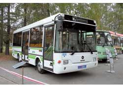 Корпорация «АИС» показала три автобуса, в т. ч. низкопольник ПАЗ-3237. Мест – 55 (для сидения – 17). Турбодизель Сummins (150 л. с.) Евро 3. КП – «автомат» Alison.